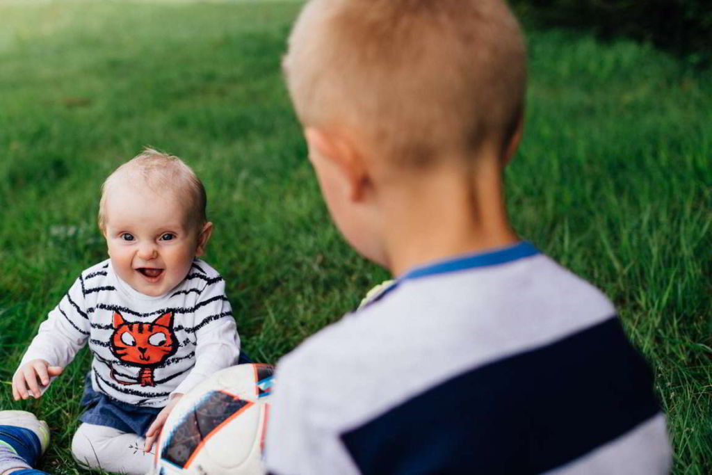 Familienfotograf Stuttgart Jana und Gregor Geschwister