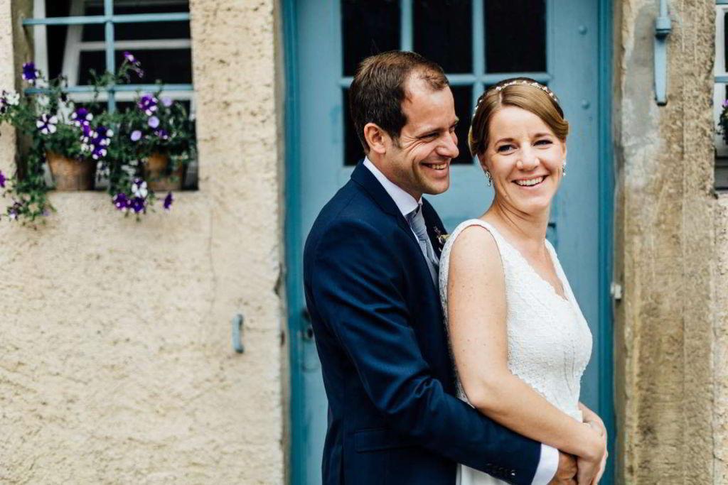Hochzeitsfotografie Stuttgart Anne und Markus Paarshoot Umarmung