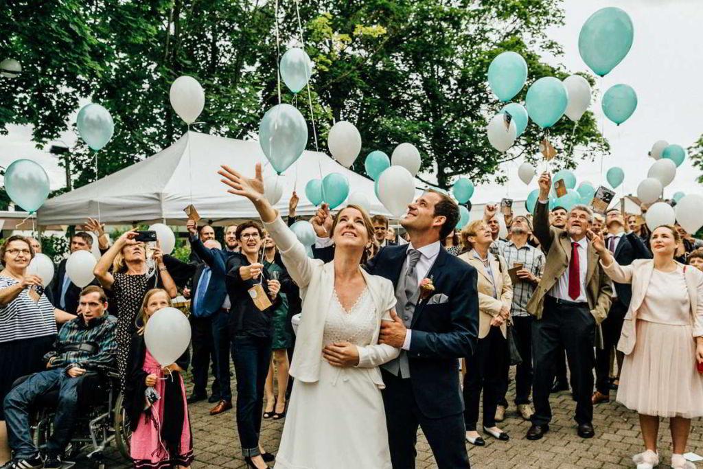 Hochzeitsfotografie Stuttgart Anne und Markus Sektempfang Balloon
