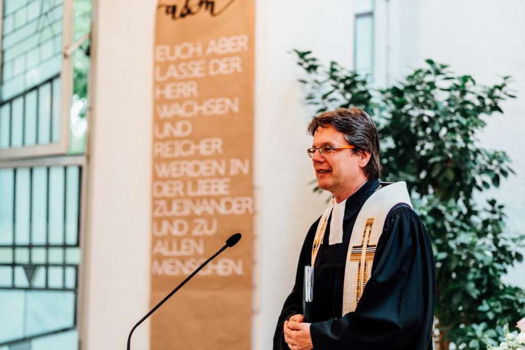 Hochzeitsfotografie Stuttgart Anne und Markus Trauung Pfarrer