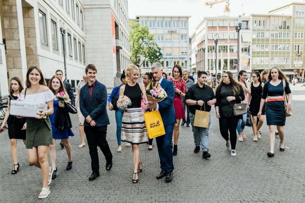 Hochzeitsfotograf Stuttgart Clarissa und Michael Reportage Hochzeitszug