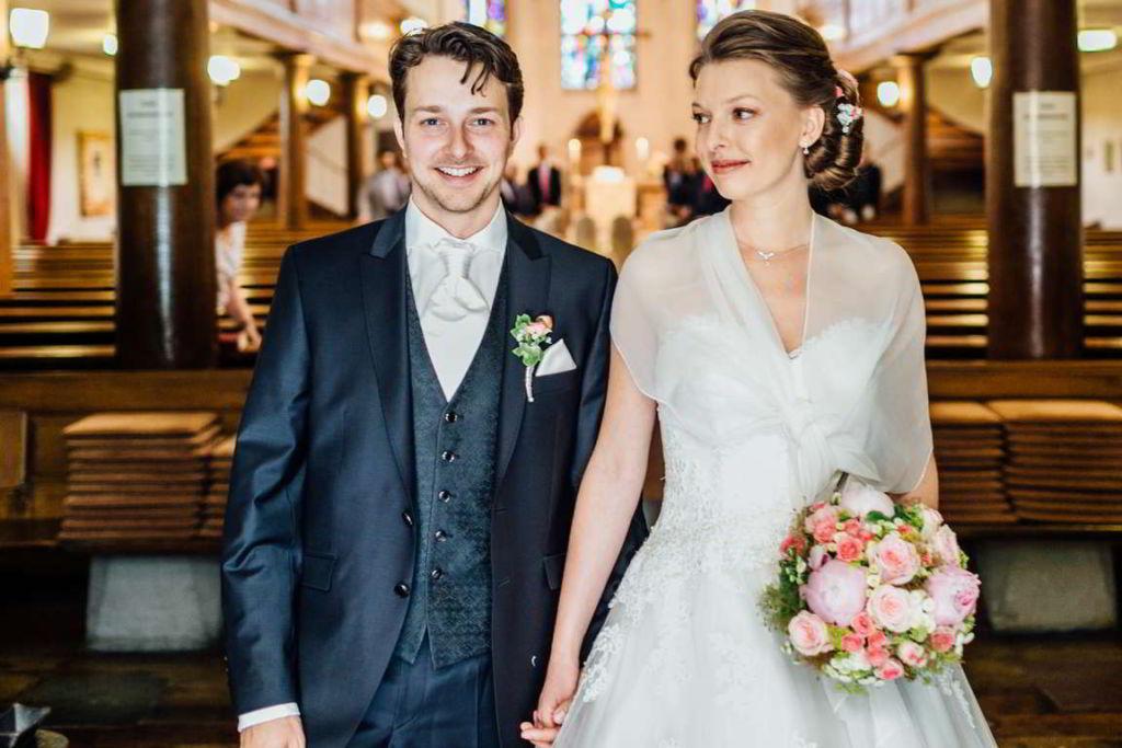 Hochzeitsfotograf Schwarzwald Cornelia und Andreas Auszug vorn