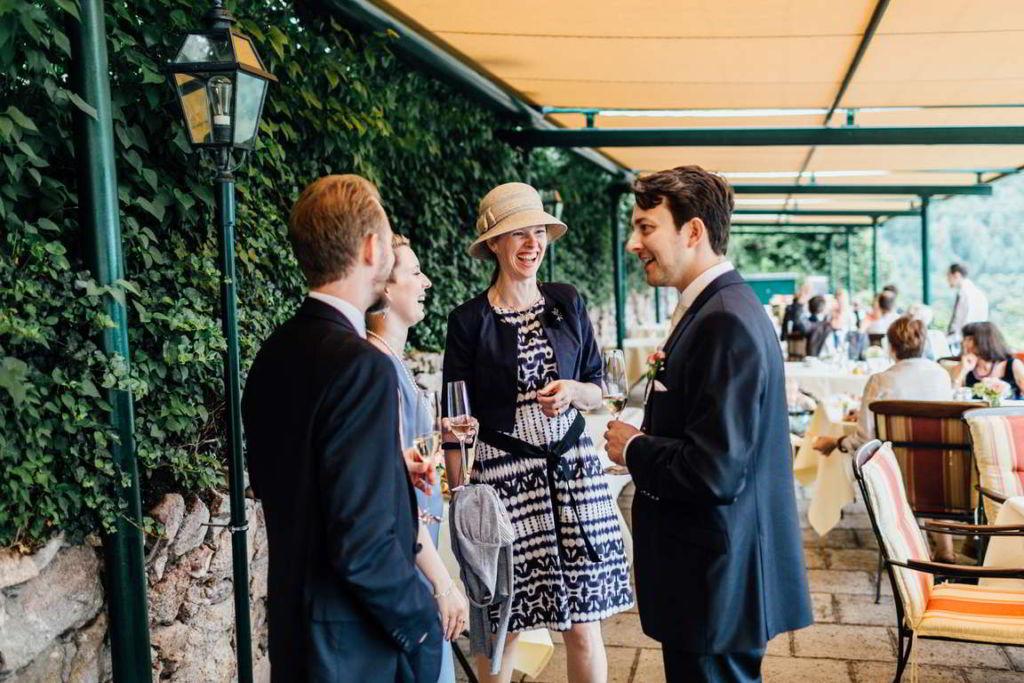Blog Cornelia und Andreas Gratulation Sektempfang