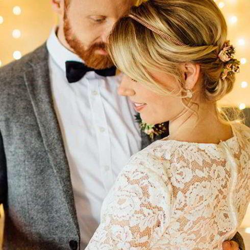 Styleshooting im Eisenbahndepot Industrielle Hochzeitsbilder