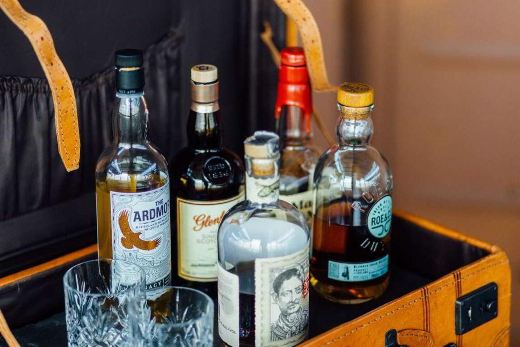 Hochzeitsbilder Stuttgart Eisenbahndepot Whiskey