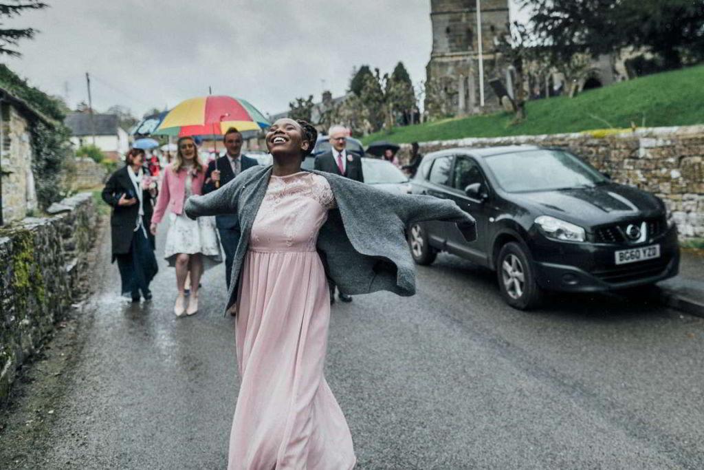 Hochzeitsfotograf Stuttgart Auslandshochzeit Feier Regen