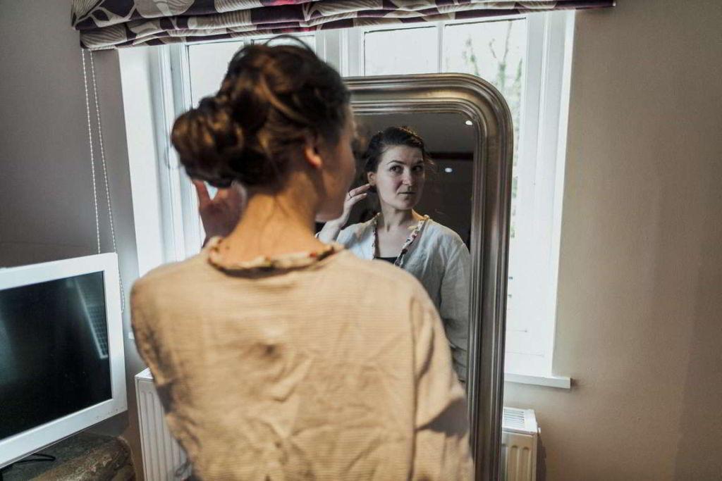 Hochzeitsfotograf Stuttgart Auslandshochzeit Braut Spiegel