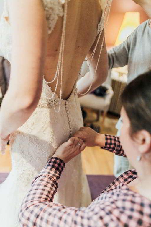 Hochzeitsfotograf Stuttgart Auslandshochzeit Brautkleid Knopf