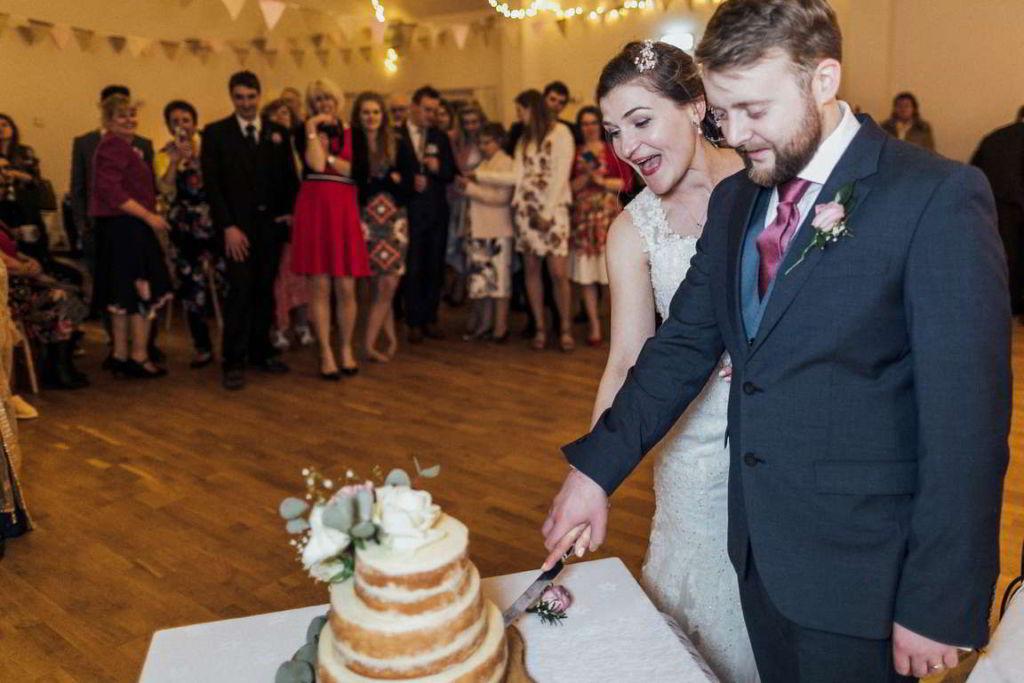 Hochzeitsfotograf Stuttgart Auslandshochzeit Hochzeitstorte Anschnitt