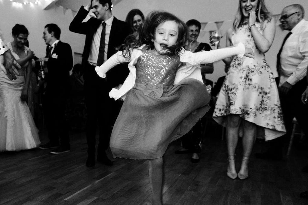Hochzeitsfotograf Stuttgart Auslandshochzeit Dancing Kids