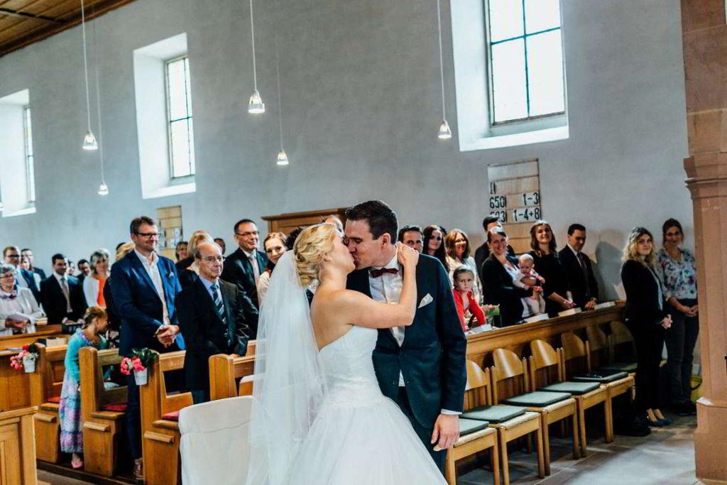 Hochzeitsfotograf Eberdingen Jana und Matthias Trauung Kuss