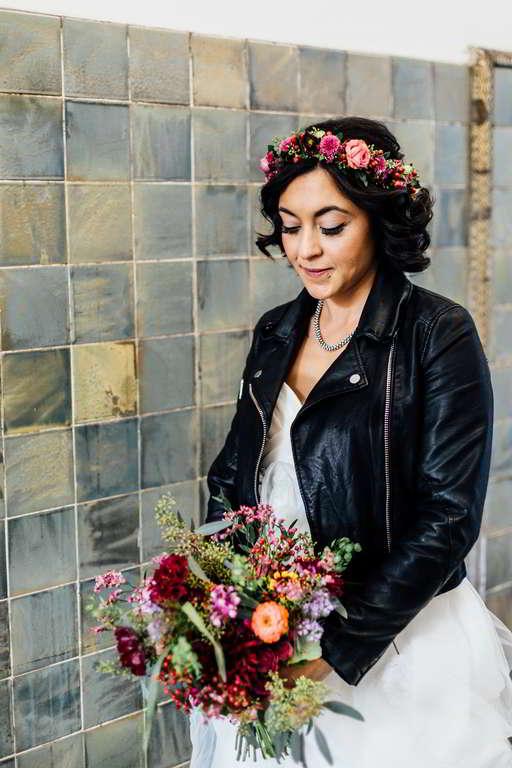 Urban Wedding Jasmin und Marco Lederjacke