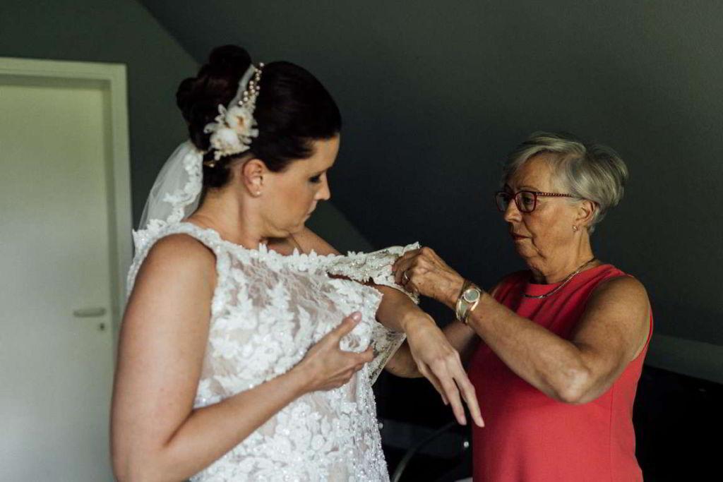 Hochzeitsfotos Melanie und Marc getting ready ankleiden