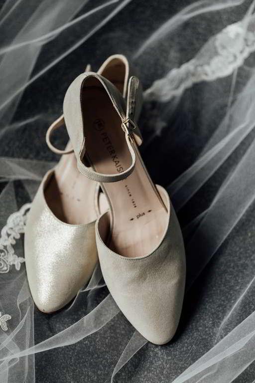 Hochzeitsfotos Melanie und Marc getting ready Schuhe