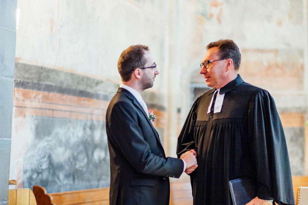 Hochzeitsfotograf Stuttgart Hochzeitsbilder Stuttgart Trauung Pfarrer