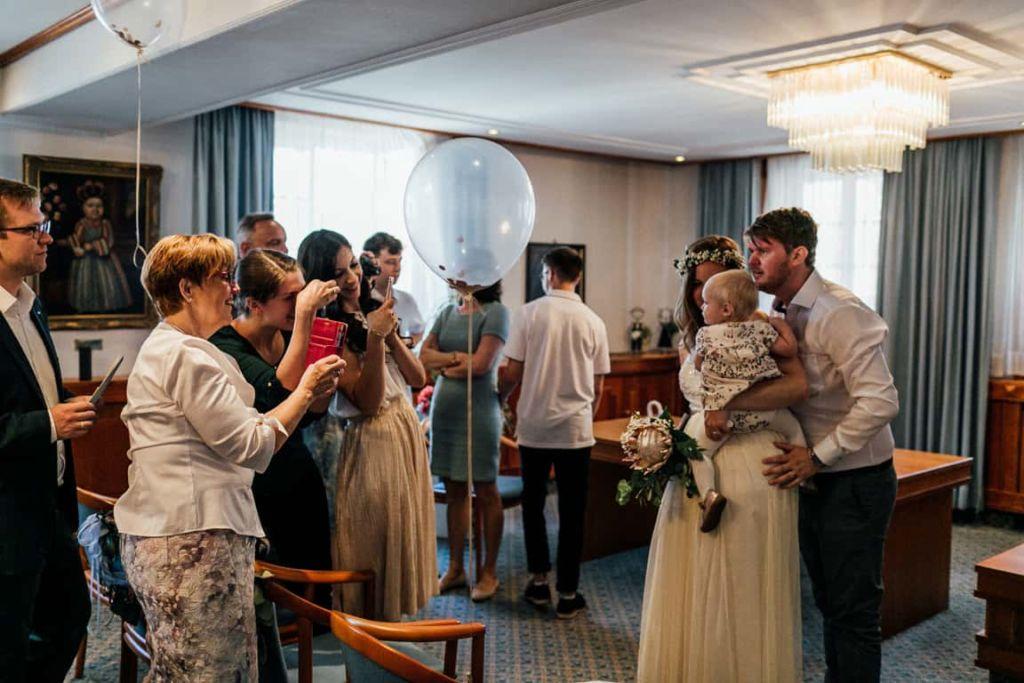 Hochzeitsfotograf Stuttgart Boho Hochzeit Standesamt Luftballoon