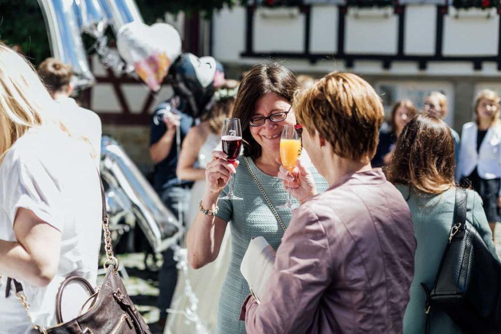 Hochzeitsfotograf Stuttgart Boho Hochzeit Sektempfang Anstoss
