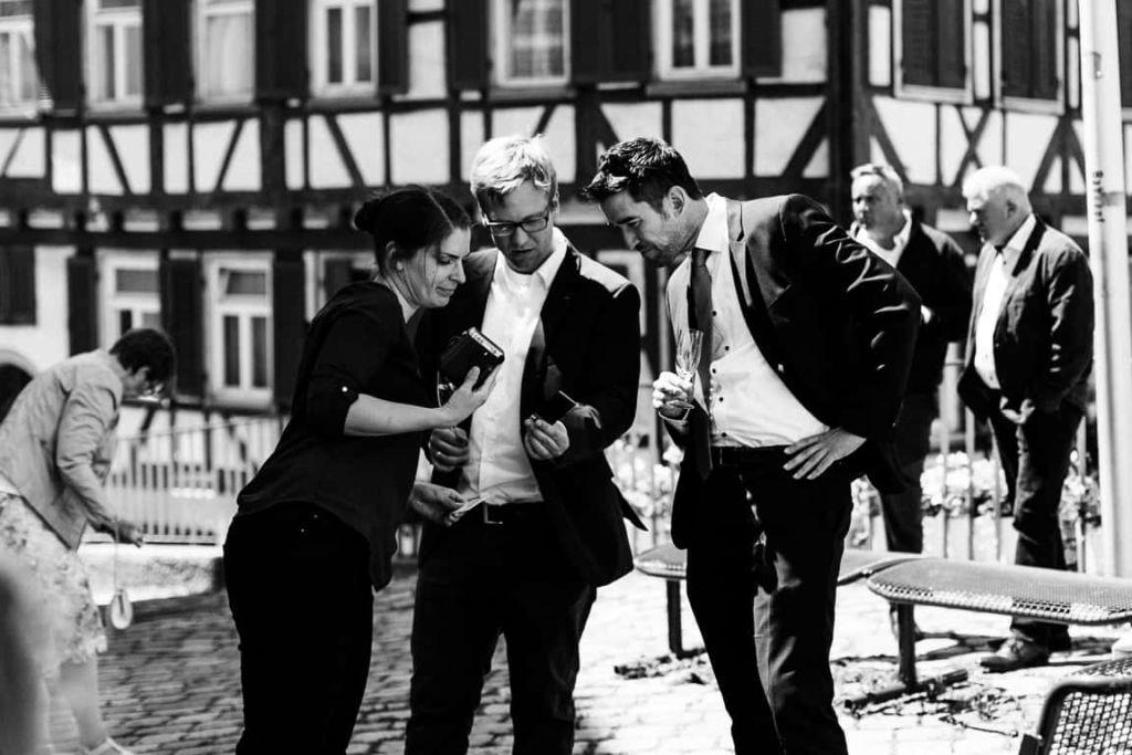 Hochzeitsfotograf Stuttgart Boho Hochzeit Sektempfang Gäste