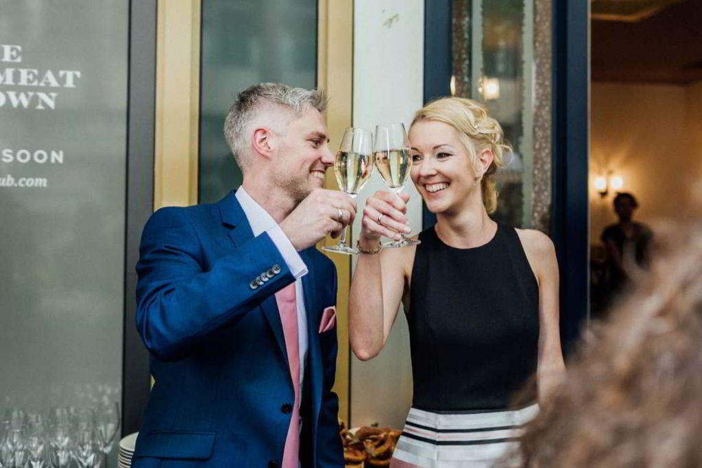 Hochzeitsfotograf Stuttgart Clarissa und Michael Sektempfang