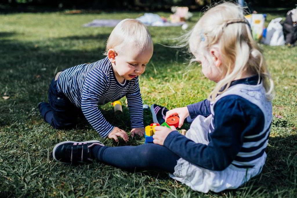 Familienfotograf Stuttgart Elli und Alex Geschwister