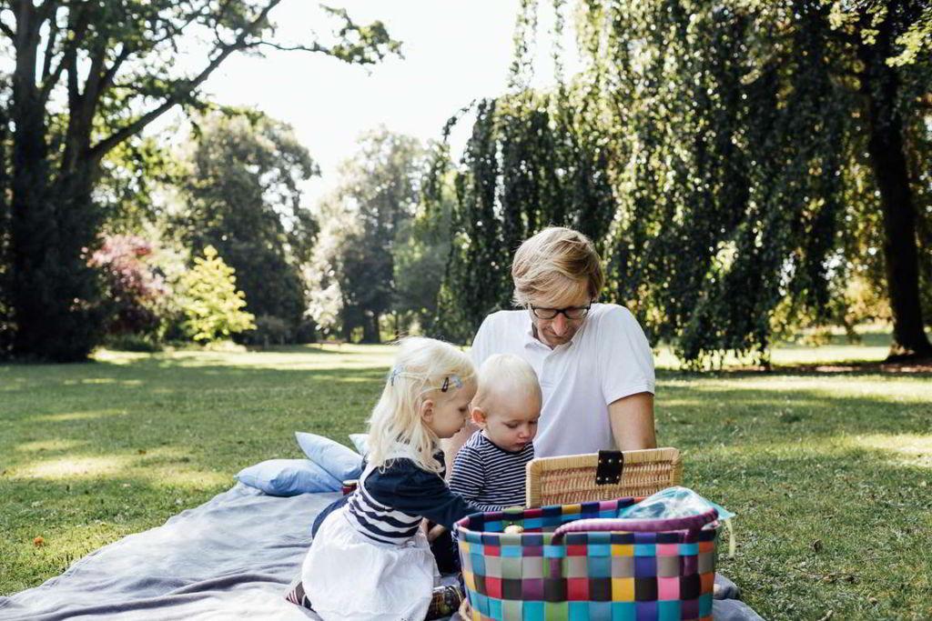 Familienfotograf Stuttgart Elli und Alex Picknick