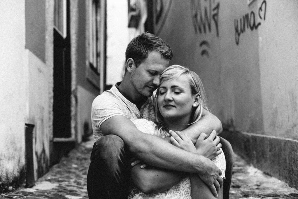 Hochzeitsfotograf Stuttgart Helena Andre Lissabon Liebe Umarmung