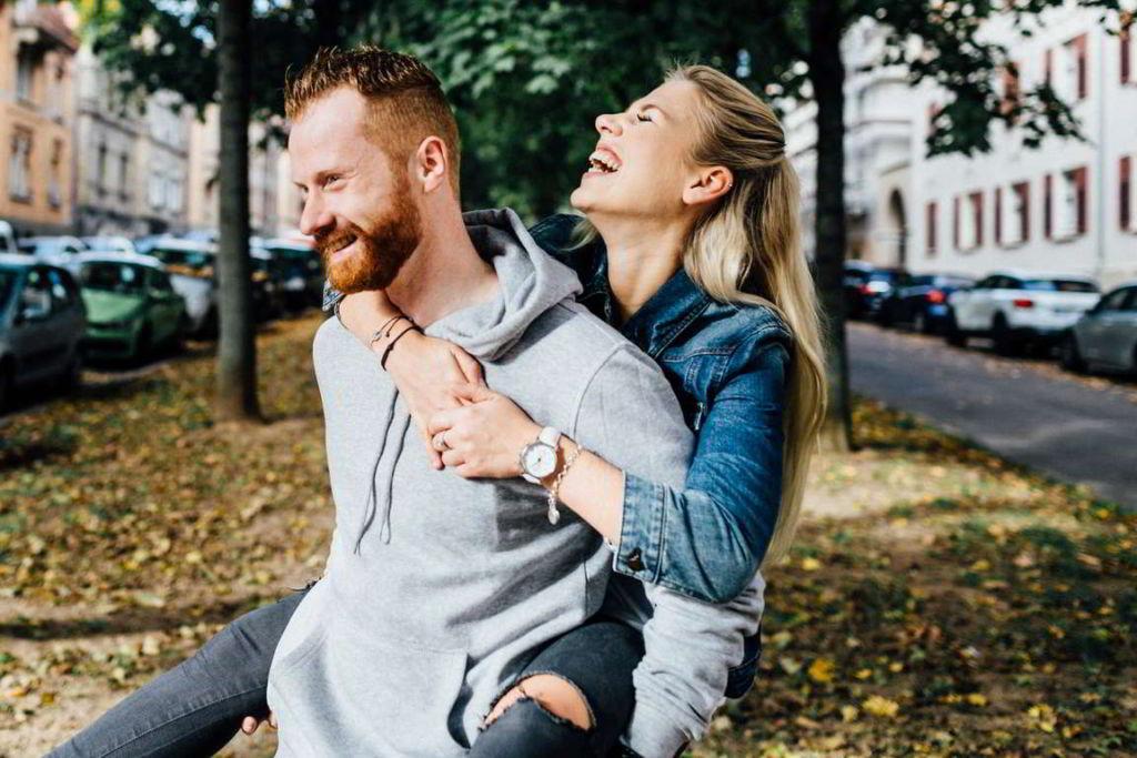 Paarfotografie Fotos Paare Sina und Mirko Paarbild Spaß