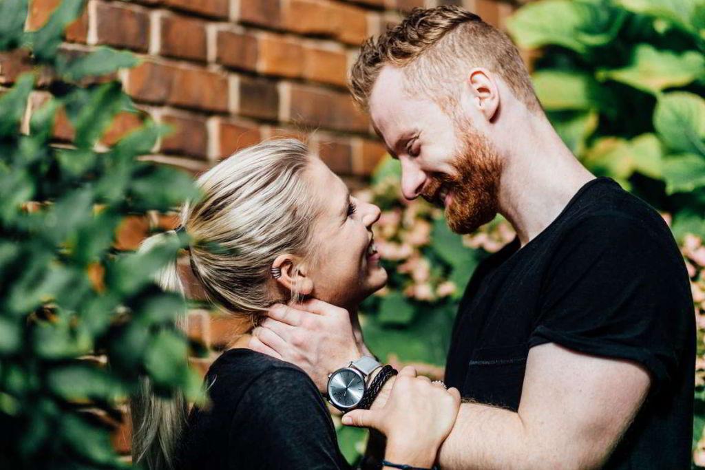 Paarfotografie Fotos Paare Sina und Mirko Umarmung