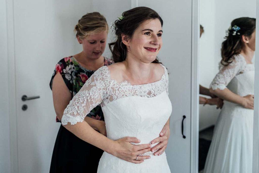 Hochzeitsfotograf Stuttgart Hochzeitslocation Kirchheim Teck Vorbereitungen Braut
