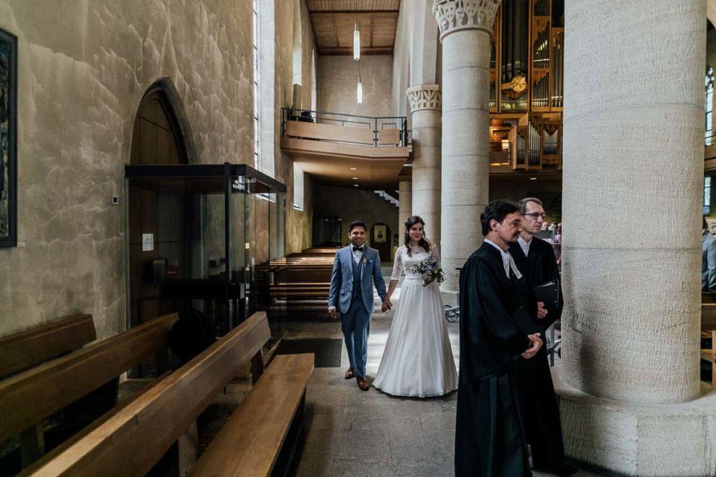 Hochzeitsfotograf Stuttgart Hochzeitslocation Kirchheim Teck Kirche Einzug