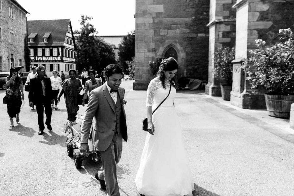 Hochzeitsfotograf Stuttgart Hochzeitslocation Kirchheim Kirche Auszug