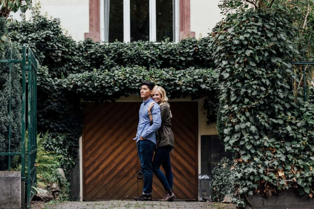 Hochzeitsfotograf Stuttgart Paar Shooting Kuschelnd