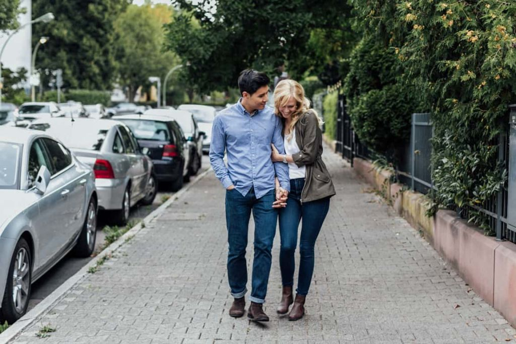 Hochzeitsfotograf Stuttgart Paar Shooting Verliebt Hand in Hand