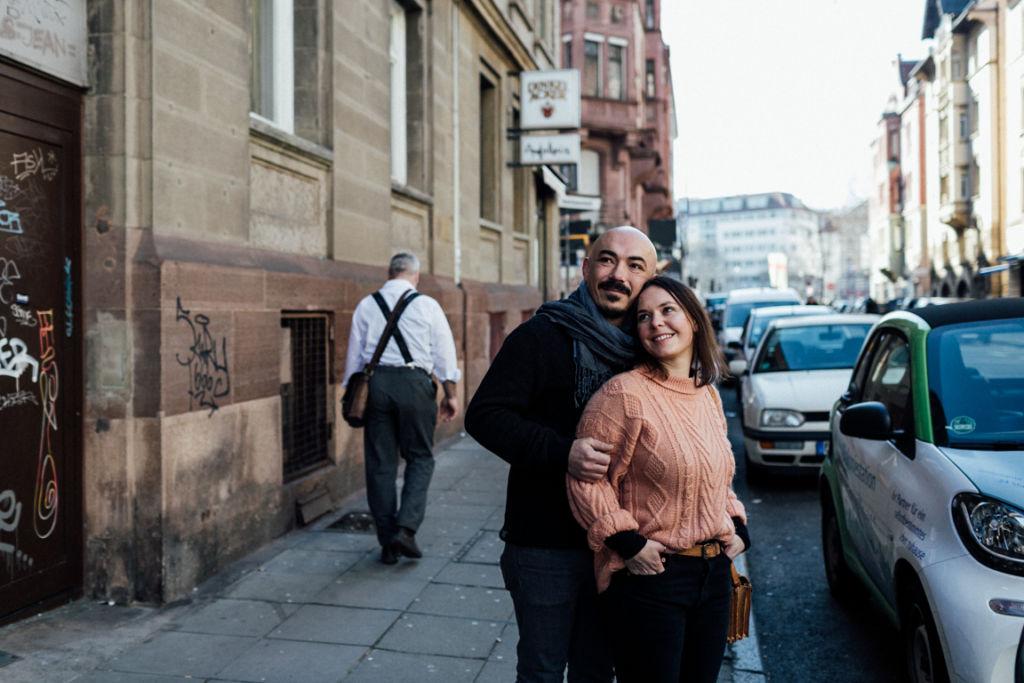Verliebte Paarfotos in Stuttgart im Glück