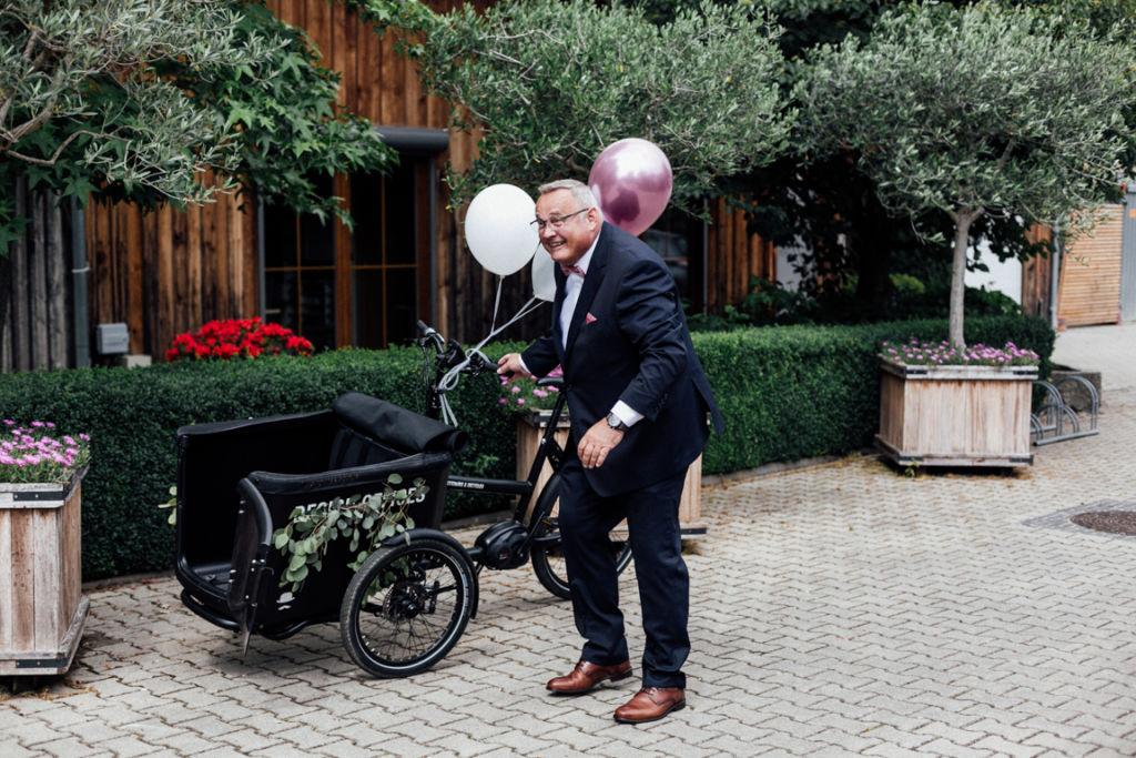 Hochzeitsfotos in Stuttgart Anfahrt Fahrrad
