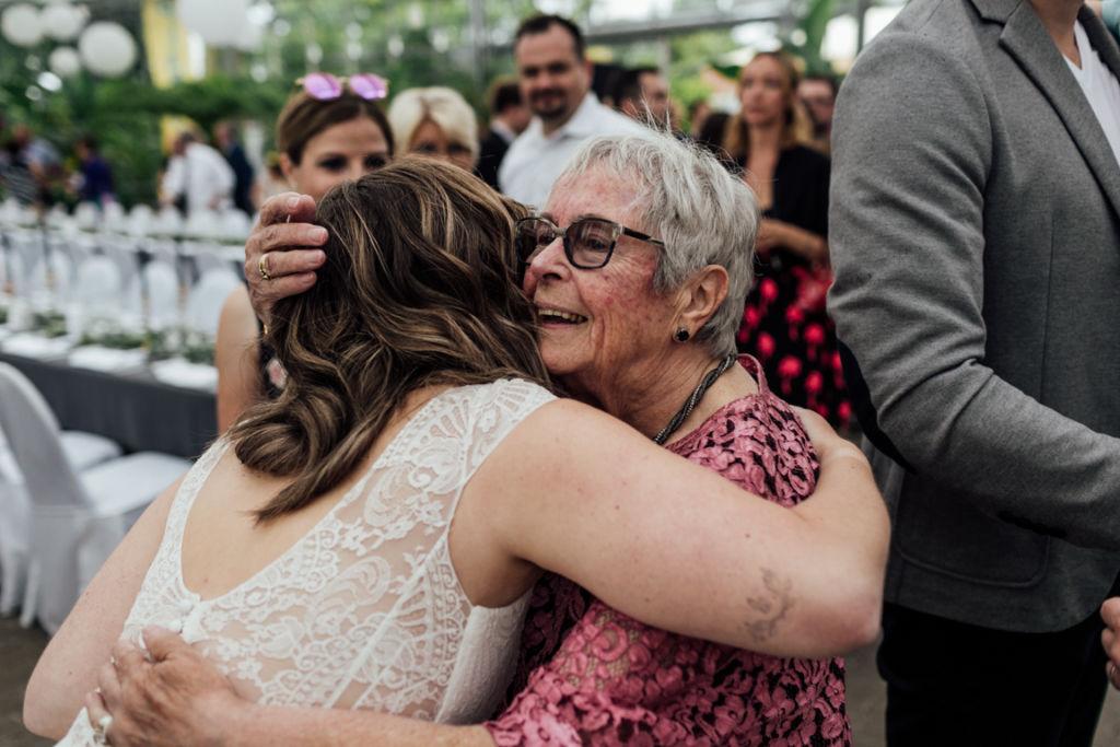 Hochzeitsfotos in Stuttgart Gratulation Oma