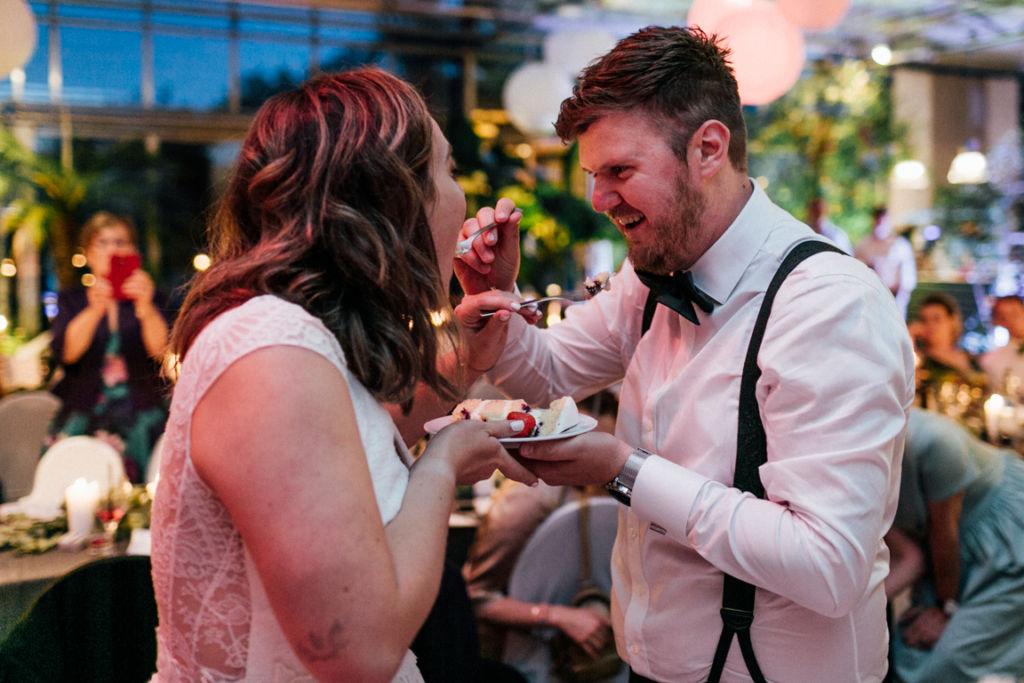 Hochzeitsfotos in Stuttgart Hochzeitstorte Anschnitt