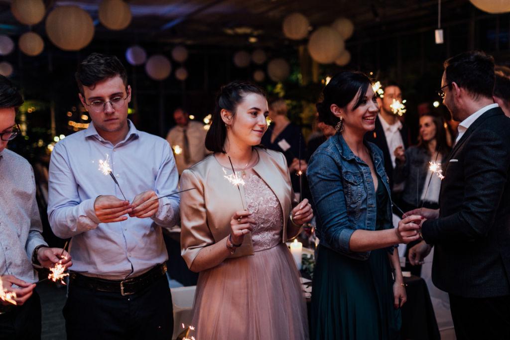 Hochzeitsfotos in Stuttgart Hochzeitstanz Wunderkerzen