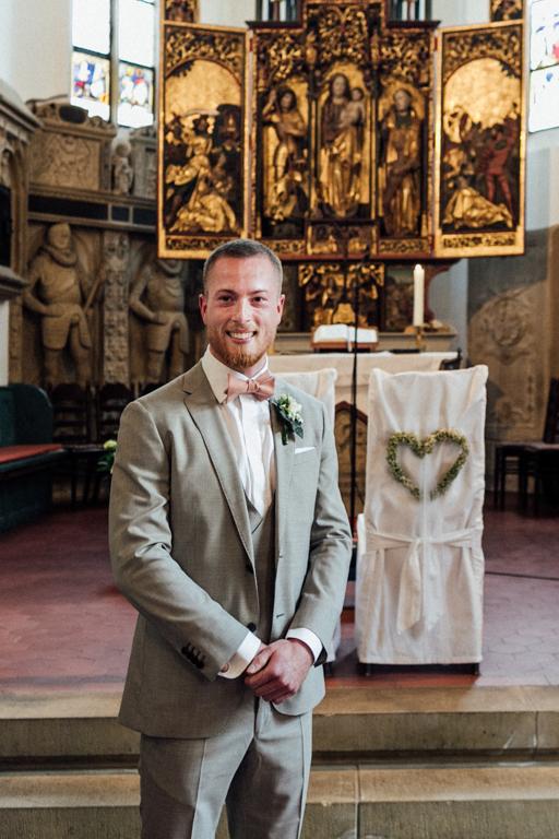 Hochzeitsfotograf für Sportler Bräutigam Altar