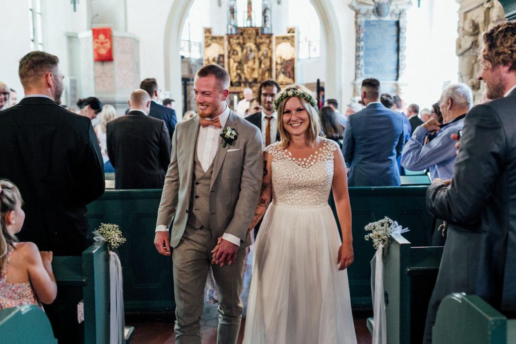 Hochzeitsfotograf für Sportler Auszug Kirche