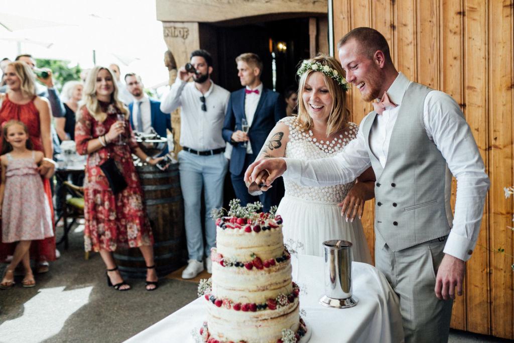 Hochzeitsfotograf für Sportler Hochzeitstorte Anschnitt