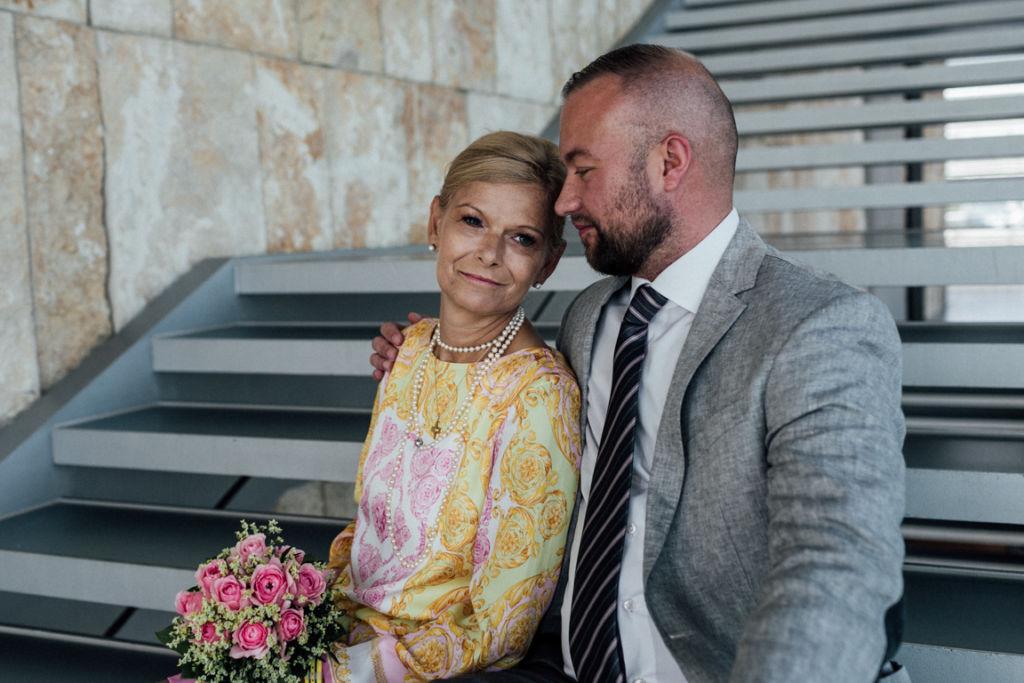 Hochzeit im Neuen Schloss Stuttgart verliebte Paarfotos